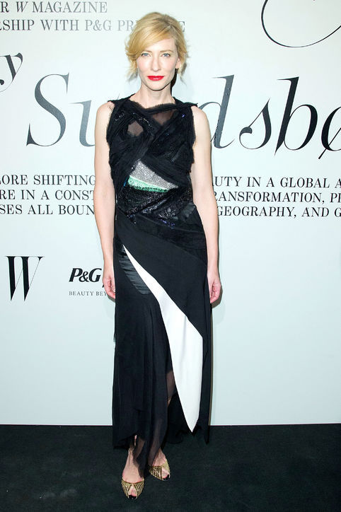 Cate Blanchett's black and white geometric splicing half perspective evening dress