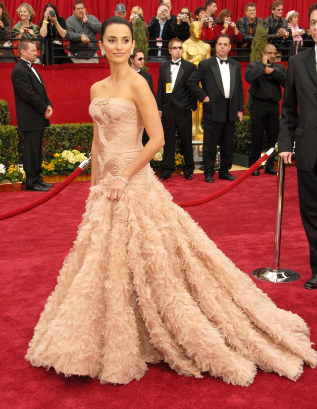 Penelope Cruz red carpet dress