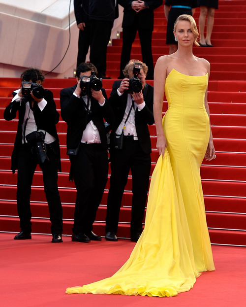 Charlize-Theron-at-red-carpet-of-cannes
